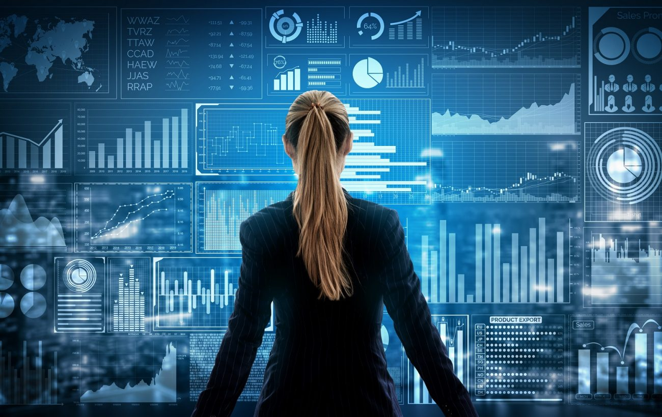 co-managed IT - woman standing in front of technical graphics on a large screen